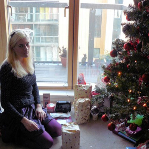 disappointed-holiday-blonde-woman